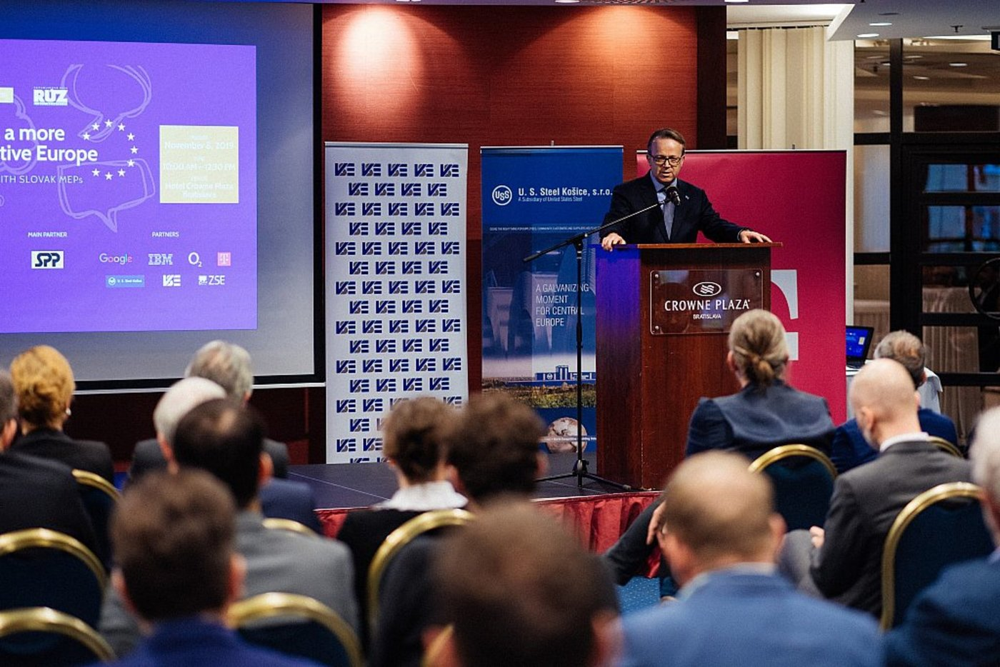 AmCham_Discussion_with_MEPs__048.jpg